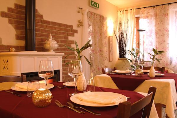 Le foto del ristorantino la gioi for Sala pranzo con caminetto